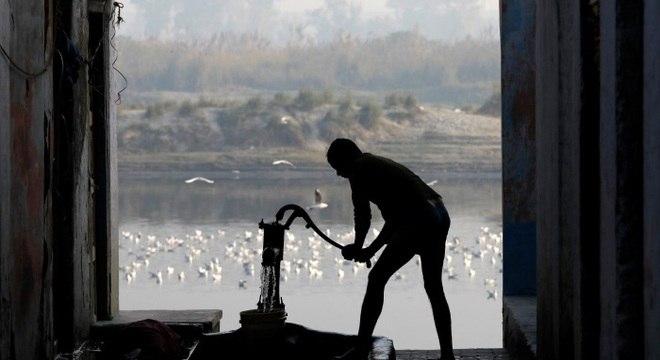 Quase 500 milhões de indianos fazem suas necessidades ao ar livre, segundo Unicef