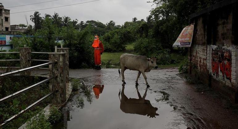 Ciclone Yaas deve atingir a costa da Índia na quarta-feira (26) à tarde