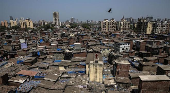 Dharavi, em Mumbai, tem quase 800 mil habitantes