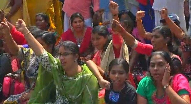Mulheres protestam pelo direito de entrar no templo Sabarimala