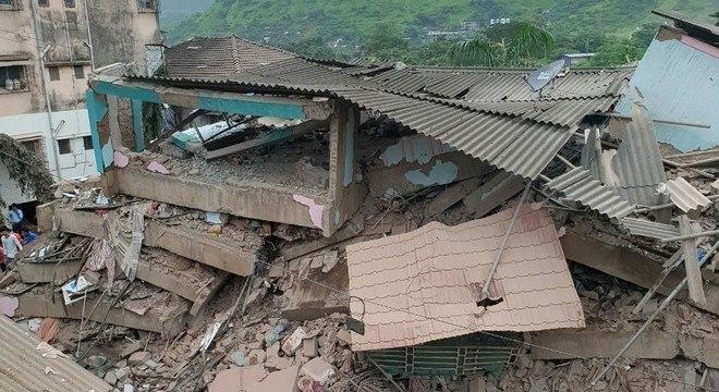 Prédio residencial de 5 andares desabou na cidade de Mahad, na Índia