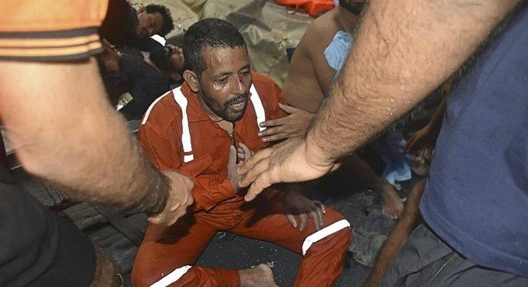Centenas de pessoas já foram resgatadas de plataformas de petróleo indianas