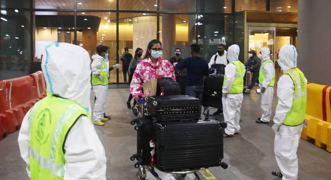Índia encontra casos de nova cepa da covid em viajantes vindos do Reino Unido