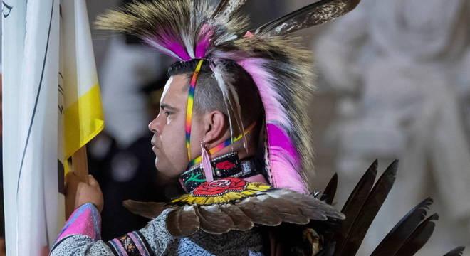 Guarda de origem indígena, do povo Choctaw, durante a cerimônia no Capitólio