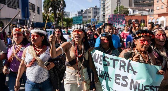 A tribo Waorani foi para as ruas lutas pelos direitos de não se mexer na natureza