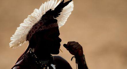 Indígenas tentam manter vivo o idioma nativo