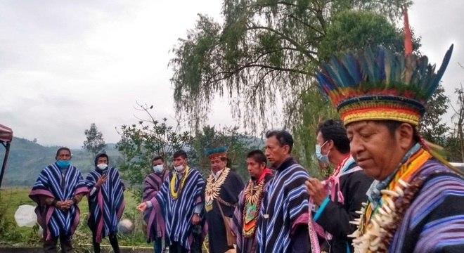 Indígenas tentam se proteger do coronavírus na Colômbia