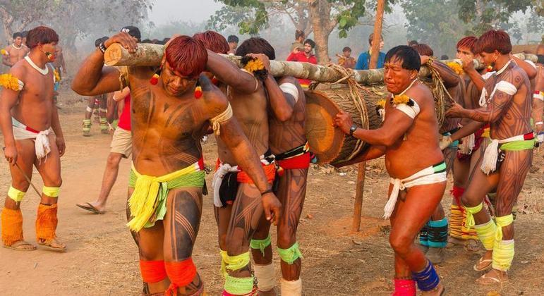 Indígenas do Xingu durante ritual do Kwarup: alerta para o risco de novos contágios