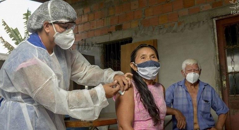 Brasileiros precisam se deslocar por até 3 mil quilômetros para receber vacina contra covid-19
