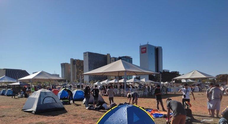 Indígenas ocupam a Praça da Cidadania, na Esplanada dos Ministérios