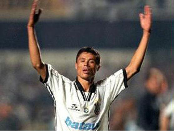 Índio: depois do Corinthians, o lateral passou por diversos clubes, como Goiás e Allianza Lima. Em 2018, tornou-se técnico do primeiro time profissional indígena do Brasil.