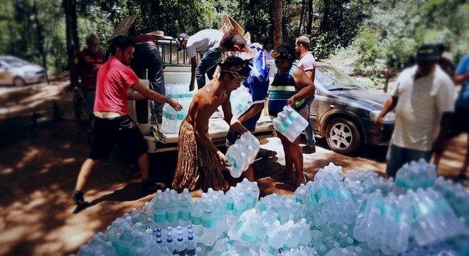 Aldeia Pataxó recebe carregamento de água potável