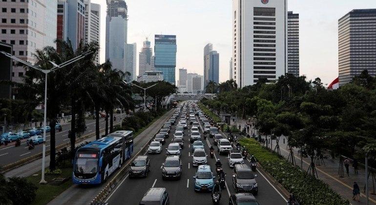 Indonésia buscar eliminar a venda de veículos movidos à combustível fóssil até 2050