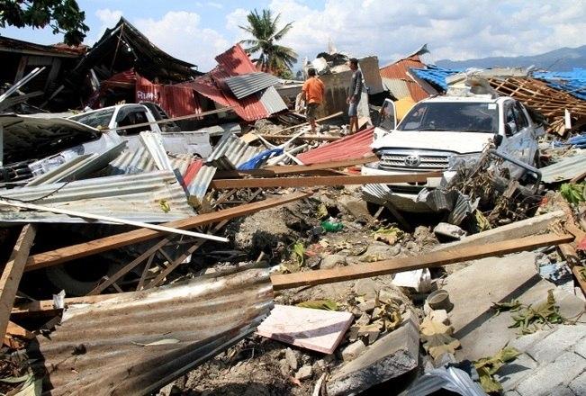 O número de mortos após o terremoto e o tsunami em Palu, na Indonésia, na última sexta-feira (28) aumentaram. Já são pelo menos1.234 mortes confirmadas pelo governo indonésio e o número ainda pode aumentar. As buscas por desaparecidos continuam