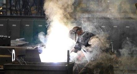 Indústria segue 13% abaixo do nível de maio de 2011