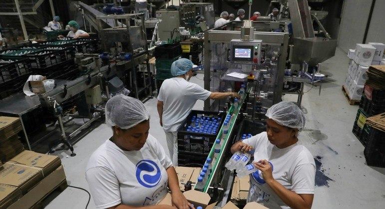 Produção industrial cresce pelo sétimo mês em novembro e reverte perdas da pandemia