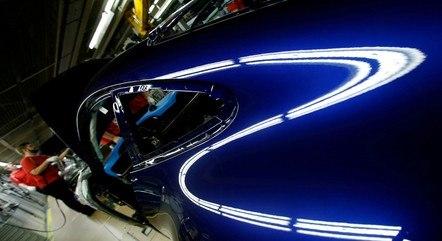 Produção da indústria recuou 0,7% em fevereiro