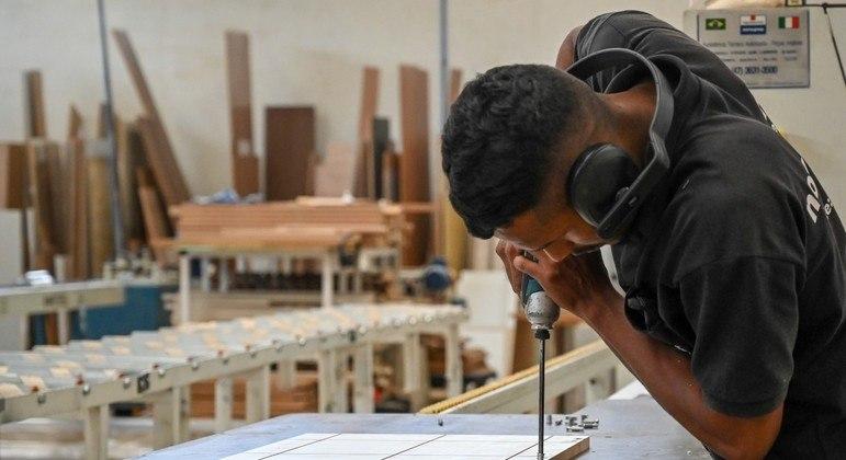 Queda do faturamento e da produção agravou situação da pequena indústria brasileira