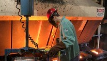 Indústria tem queda de massa salarial e horas trabalhadas