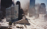 Depois que a poeira abaixa, tudo fica coberto com pó de concreto e fuligem. Carros, casas, ruas e pessoas. No total, pouco mais de 2,6 mil pessoas morreram naquele dia em decorrência do atentado em Nova York