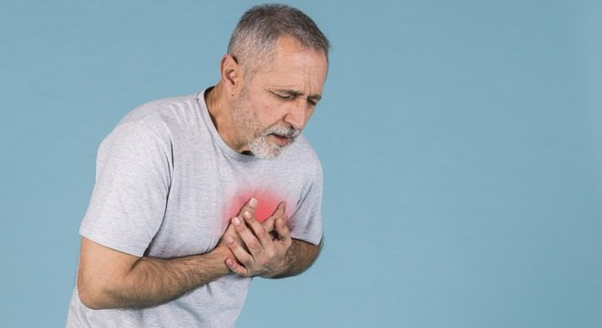 Principal sintoma de infarto é a dor no peito, mas existem outros, como falta de ar