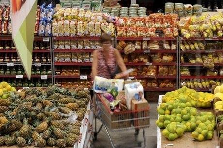 Alimentos continuam a registrar queda de preços