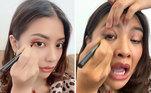 Abrir a boca numa careta enquanto faz a maquiagem é absolutamente comum! Ninguém consegue se maquiar fazendo carão, claro que nãoVeja também:Bem blogueirinha: aprenda a tirar boas fotos em casa usando o celular
