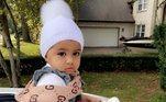 A norte-americana Anita Felix, de apenas dois anos, tornou-se um fenômeno no Instagram depois que sua mãe, Stela Felix, passou a compartilhar os looks grifados da filha. A pequena tem um guarda-roupa avaliado em 20 mil dólares, o equivalente a quase 108 mil reais