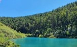 O local é conhecido como Lagoa Azul e é um reservatório de propriedade privada. Justamente por causa do tom azulado, se tornou um sucesso na rede social. Segundo registros de moradores, alguns viajam mais de 300 km para tirar uma foto lá