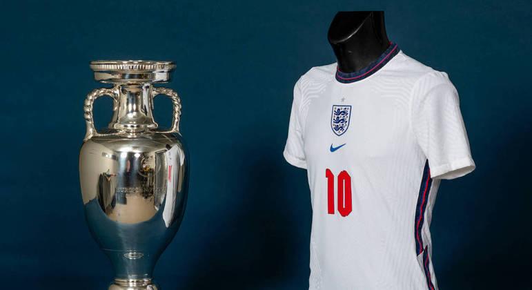 A Inglaterra, agora em casa na sua primeira decisão