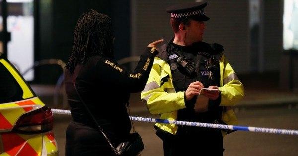 Reino Unido considera terrorismo ataque com facadas em Reading