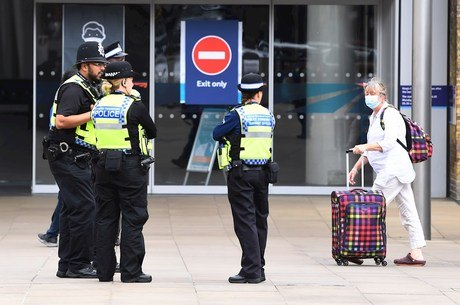 Inglaterra vai multar quem furar isolamento