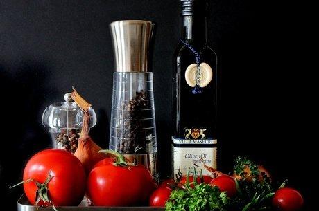 Dicas e ingredientes gourmet para um jantar simples e sofisticado com o seu amor
