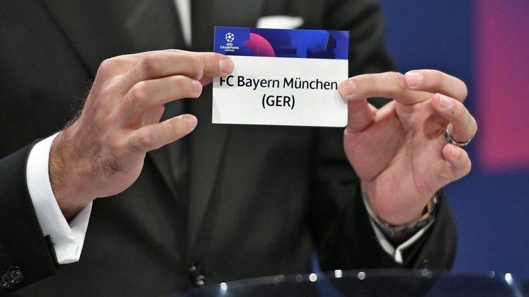 Iniciamos com o pote 1! Ele é formado pelos últimos campeões das competições europeias e pelos campeões das seis ligas com maior pontuação no ranking de ligas da UEFA. Também vamos mostrar, juntamente com o time, a sua pontuação no ranking de clubes da Uefa. A pontuação é determinada pelas participações nas competições da Uefa nas últimas cinco temporadas. Veja o primeiro pote!