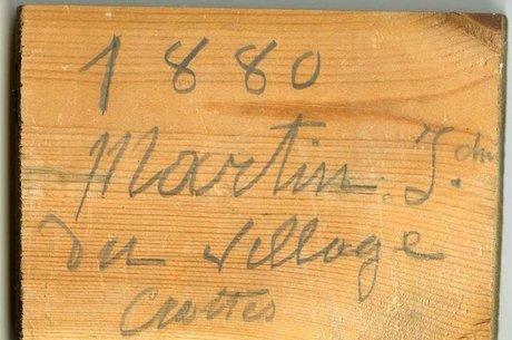 """""""1880. Martin J, do povoado Crottes. 38 anos de idade"""", firmou o carpinteiro em uma das tábuas"""