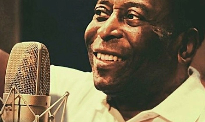 Inspirado por seu repertório afinadíssimo de passes, dribles e gols, Pelé também tem sua trajetória marcada por letra e música. O LANCE! abre espaço para sua vertente musical, que rendeu interpretações interessantes e duetos para lá de curiosos.