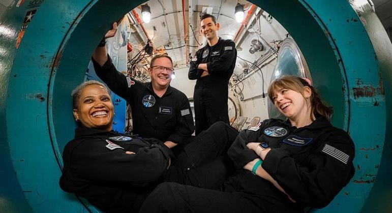 Turistas espaciais conversaram com o ator norte-americano Tom Cruise no espaço