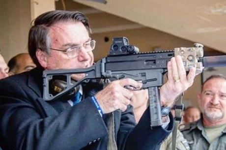 Bolsonaro liberou em 2019 importação de arma