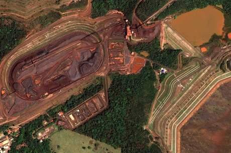 Digital Globe A área da barragem antes e depois do rompimento