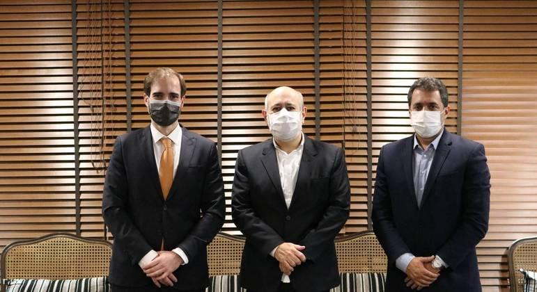José Ricardo da Veiga, Luiz Cláudio Costa e Alarico Naves na sede da Record TV