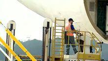 Avião com carga para 8,7 milhões de doses da CoronaVac chega a SP