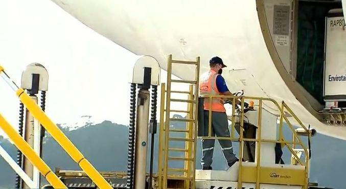 Aeronave transportou 5.600 litros de insumos para a produção da CoronaVac
