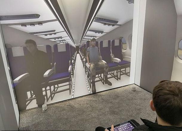 A criança é acompanhada por um psicólogo em um ambiente inteiramente cercado de projeções e recursos sonoros para criar cenários personalizadosLeia também:Campus Party: público com mais de 40 até acampa para não perder nada