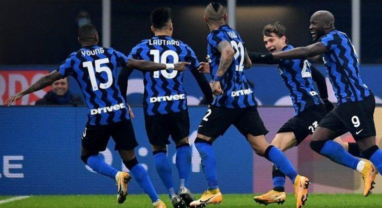"""Inter 2 X 0 Juventus, a festança da """"Biscione"""" em seu Meazza"""