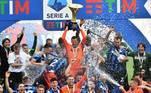 A Inter de Milão voltou a conquistar o Campeonato Italiano após dez anos de seca, quebrando a sequência de nove títulos consecutivos da Juventus