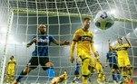 Pelo campeonato italiano, a Inter de Milão perdia até os minutos finais da segunda etapa quando foi salva pelo gol do croata Perisic, que empatou a partida em 2 a 2. Brozovic fez o primeiro da Inter e Gervinho marcou os dois tentos para o Parma