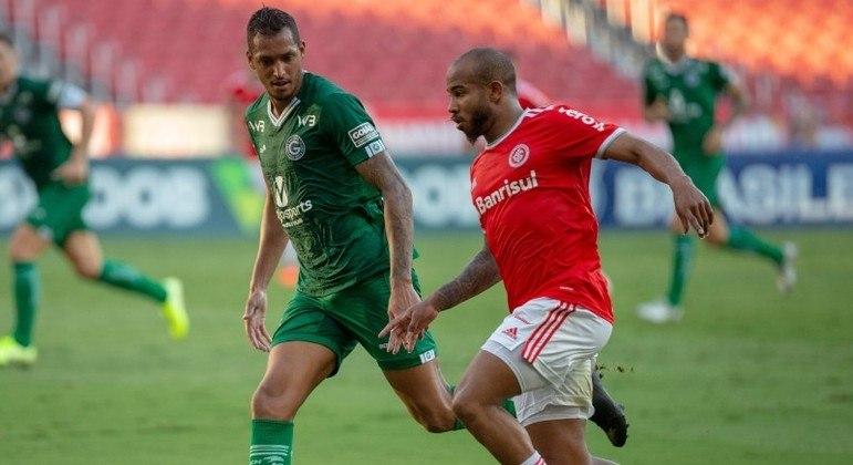 Internacional vence o Goiás e cola no líder São Paulo; diferença é de três pontos