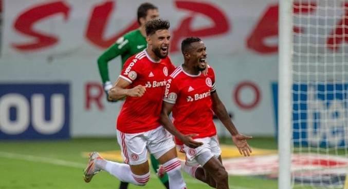 Edenílson comemora gol pelo Inter na vitória sobre o RB Bragantino, no Sul