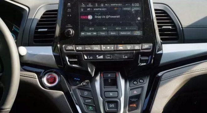 A minivan é equipada com motor V6 3.5L de 280cv, o que torna o modelo o mais rápido da categoria.