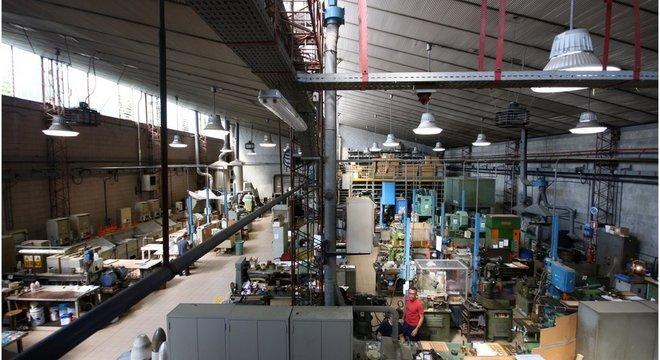 A fábrica onde o nome do campeão do Mundo é gravado na taça da Copa fica na região metropolitana de Milão